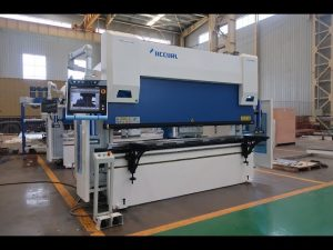 Makineria e frenave CNC me 6 aks makine 100 ton x 3200mm