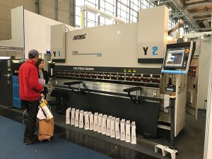 CNC hidraulike pjatë lakimi makinë vizatim frenave shtyp me shërbim të mirë