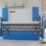 WC67K-400T / 5000 3 + 1 aks frenë të plotë CNC shtyp me makine Delem DA41 bending për çelik të butë